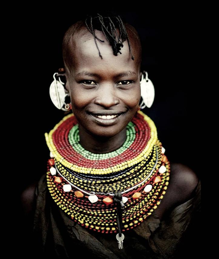 Kenia los Turkana la gente de la cueva